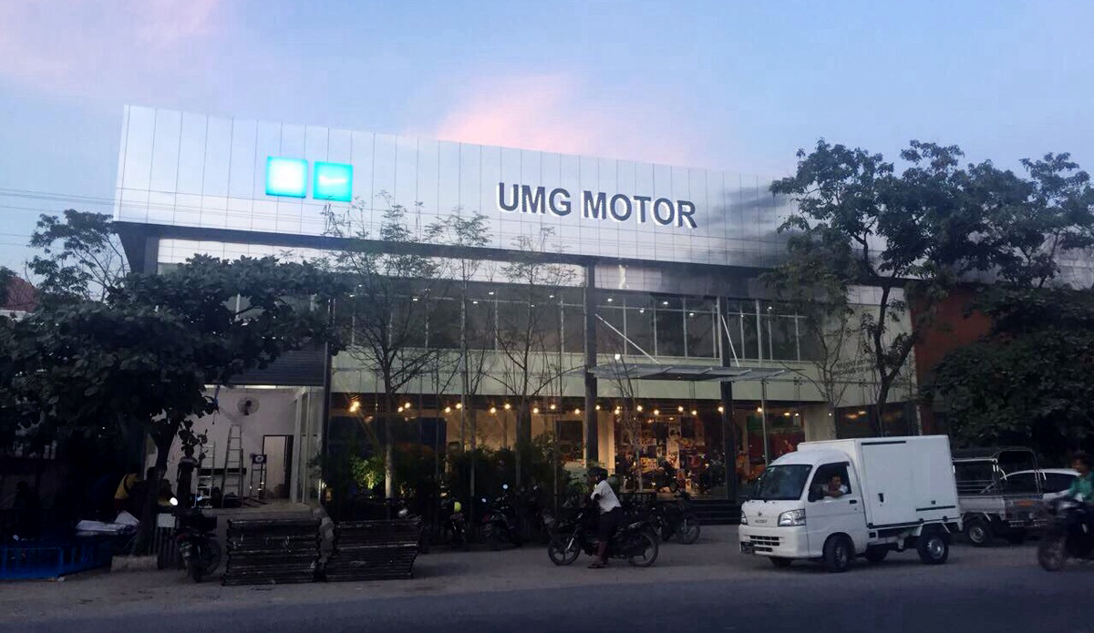 Khai chương showroom Piaggio UMG